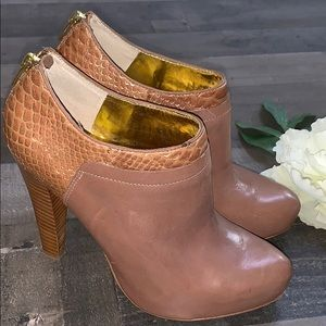 CHARLES DAVID Nude tan heeled booties gold snake 8